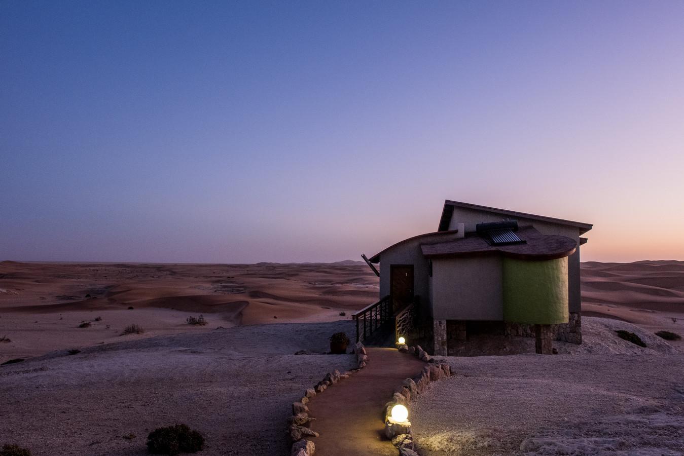 Een hotelkamer midden in de woestijn.