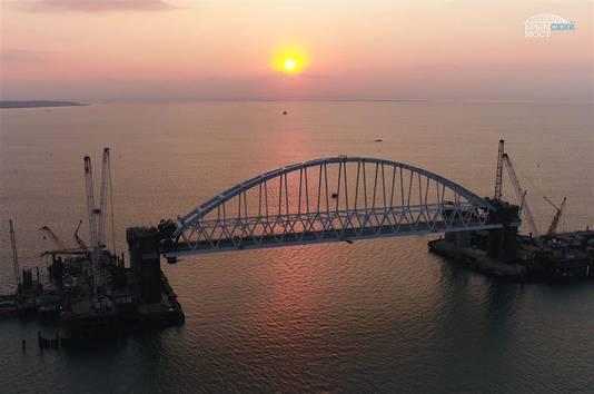 De omstreden brug tussen Rusland en de Krim.