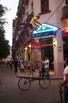 Deze Cubaan bouwt metershoge fietsen