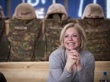 Minister Hennis bezorgd over kosten Marinierskazerne