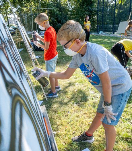 Cruyff Court is jarig en viert feest: met voetballen, maar ook met graffiti