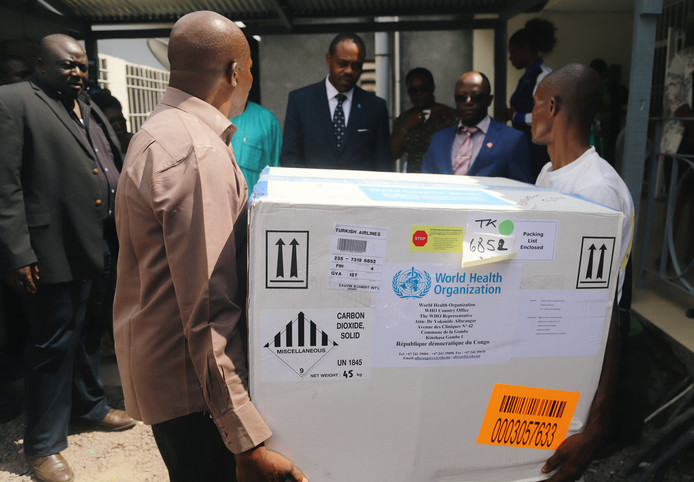 Het experimentele virus wordt in ontvangst genomen door het Congolese ministerie van Volksgezondheid.