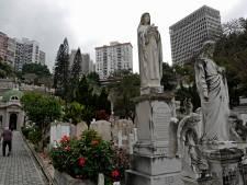 Cette ville n'a plus de place pour enterrer ses morts: une solution divise l'opinion
