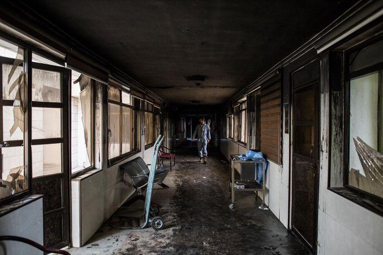 Toen IS Mosul verliet staken ze het Ibn al Atheer-kinderziekenhuis in brand. Beeld Hawre Khalid