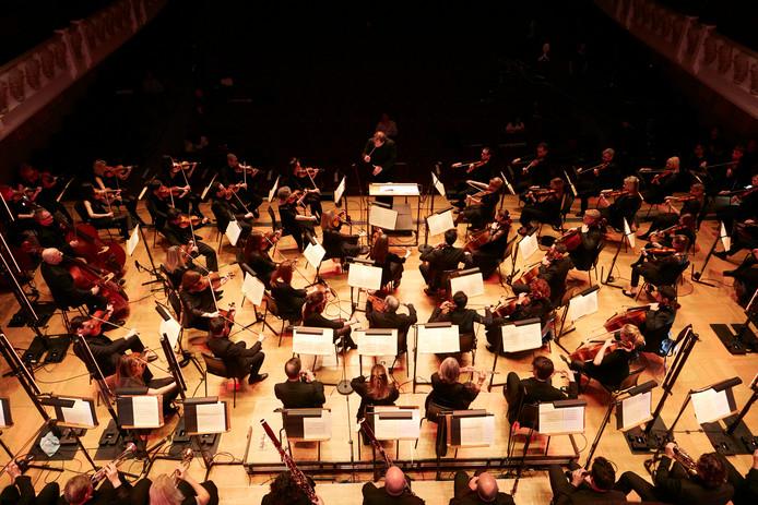 Het orkest in de weer met robotmuziek