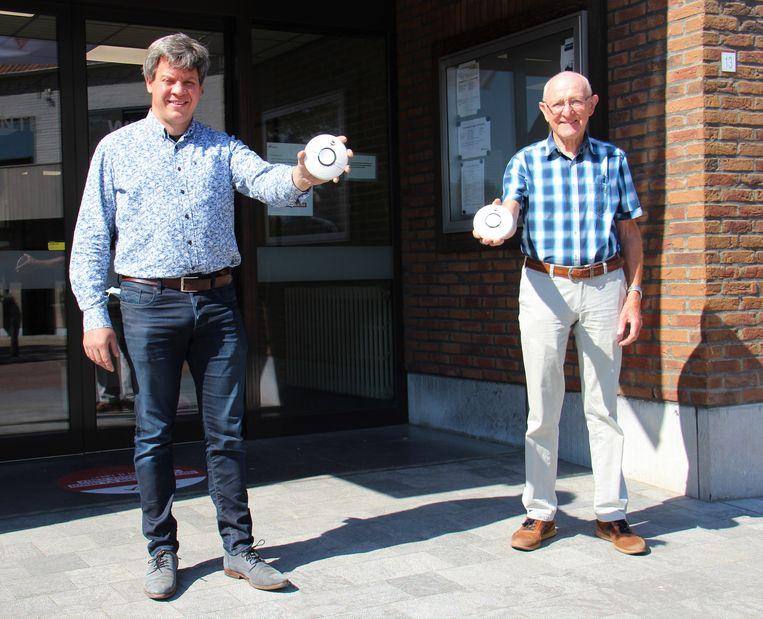 Zorgschepen Tom Braet samen met voorzitter van de seniorenraad Erik Vandycke.