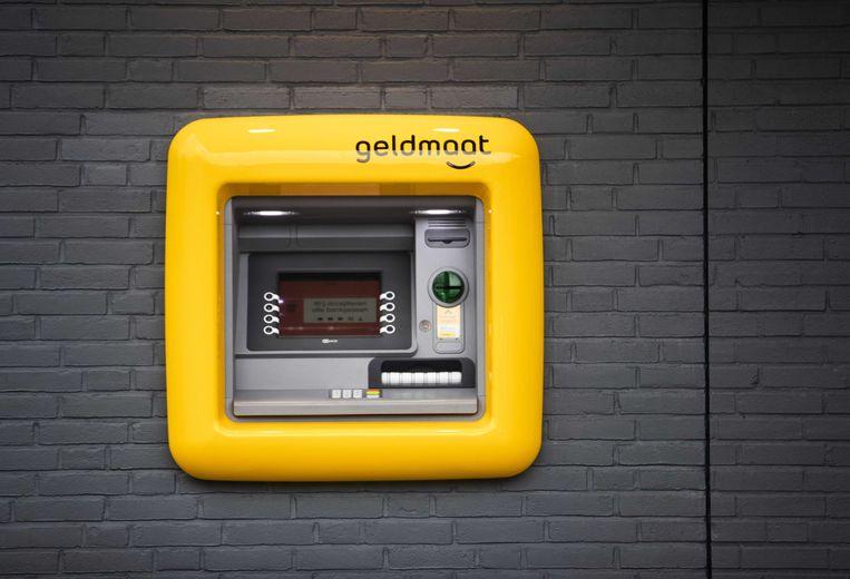 Geldmaat ziet een afname 'ongeveer de helft' van het aantal transacties bij haar ruim duizend machines. Beeld null