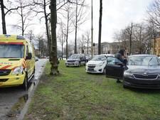 Kindje nagekeken in ambulance na kop-staartbotsing op Oranjesingel