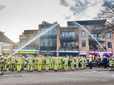 Brandweermannen herdenken collega Pim, die door noodlottig ongeval om leven kwam in liftschacht