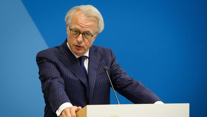 Van Aartsen, eerder op een persconferentie naar aanleiding van de ongeregeldheden in de Schilderswijk