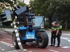 Man die verkeerslicht omver trok en vluchtte nog niet aangehouden