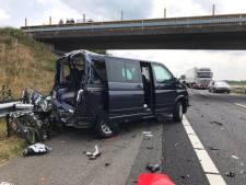 Zich misdragende automobilisten bij ongevallen A73 kunnen bon verwachten: Ze reden tussen de hulpverleners door