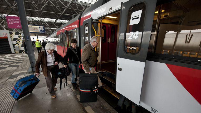 Reizigers stappen in de hogesnelheidstrein Fyra. (Archieffoto) Beeld ANP