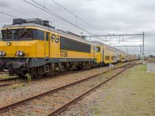 Oudste NS-dubbeldekker tussen Enschede en Apeldoorn van rails gehaald