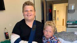 """Viktor (13) werd gepest en vond niets meer leuk... tot hij dankzij rugby weer helemaal openbloeide: """"Dankzij zijn rugbyvrienden kan hij weer lachen"""""""