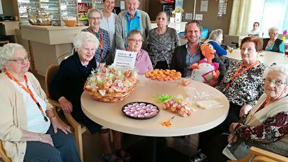 Senioren bakken cupcakes voor Levensloop