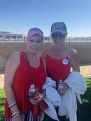 Deux partisanes de Donald Trump, devant l'aéroport de Palm Springs.