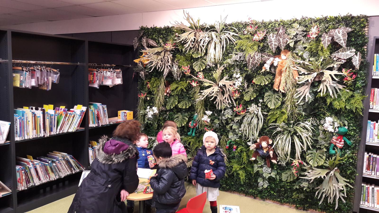 De pop-up bibliotheek in Schijndel werd ingericht door 'bloemenkunstenaar' Geert Maas.