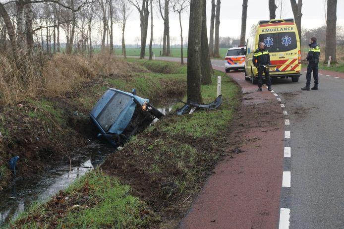 De auto raakte door het ongeluk flink beschadigd.
