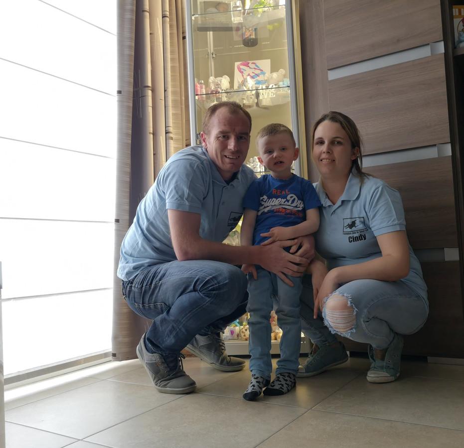 Stijn en Cindy met zoon Liam.