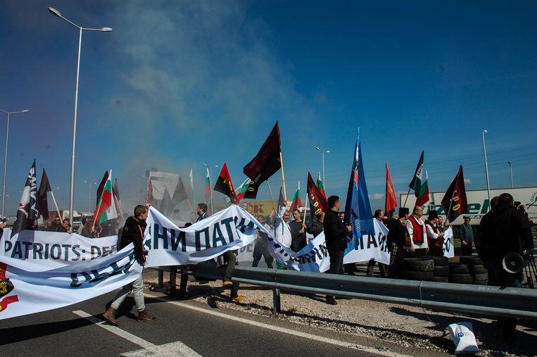 Bulgaarse demonstranten blokkeren de grensovergang met Turkije bij Kapitan Andreevo. Beeld Hollandse Hoogte