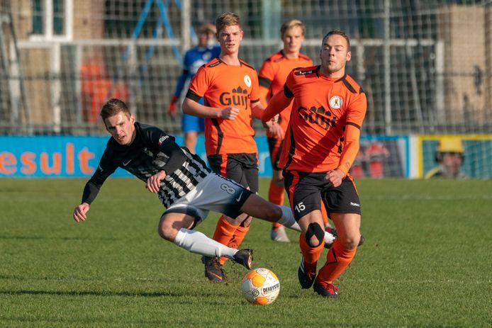 Roel Gebbinck (links) scoorde voor Silvolde.