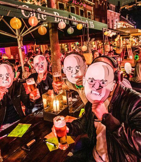 Zeshonderd 'Grapperhausen' op het terras in Tilburg