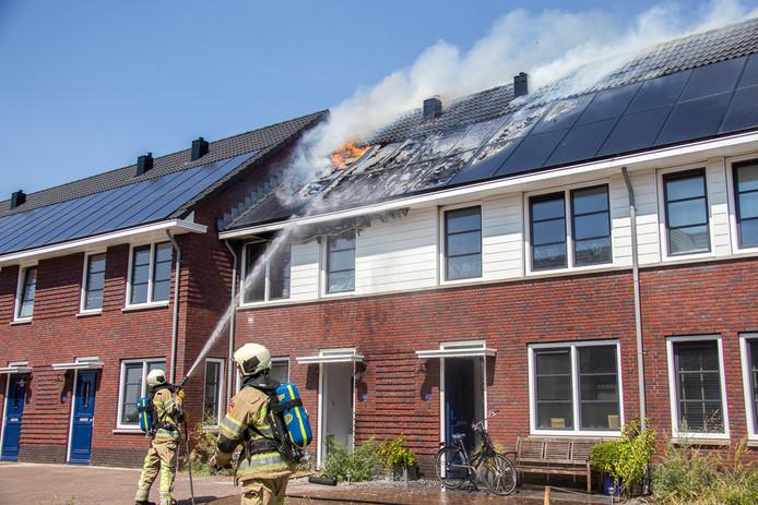 In Vinkeveen is vorige week brand ontstaan in een serie zonnepanelen.