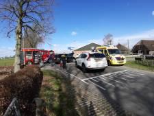 Gewonden bij botsing tussen personenauto's op kruising in Dalmsholte