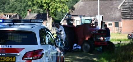 Trekker rijdt groep fietsers aan in Twente: meerdere gewonden