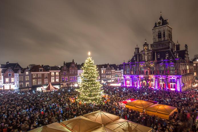 40 000 Mensen Verwacht Bij Ontsteken Lampjes In Kerstboom Delft