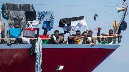 """""""Situatie van 400 migranten op schepen bij Malta is onhoudbaar"""""""