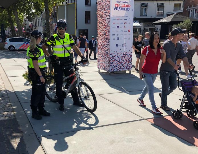 Er is veel politie aanwezig in Terneuzen.