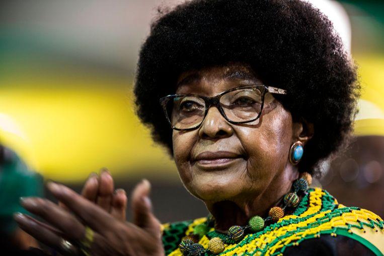 Winnie Mandela tijdens de 54ste nationale conferentie van het ANC, afgelopen december in Johannesburg, Zuid-Afrika. Beeld AFP