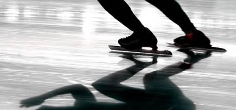 IJsmeester Breda schaats eerste rondje in het Mastbos, maar zakt al filmend letterlijk door het ijs