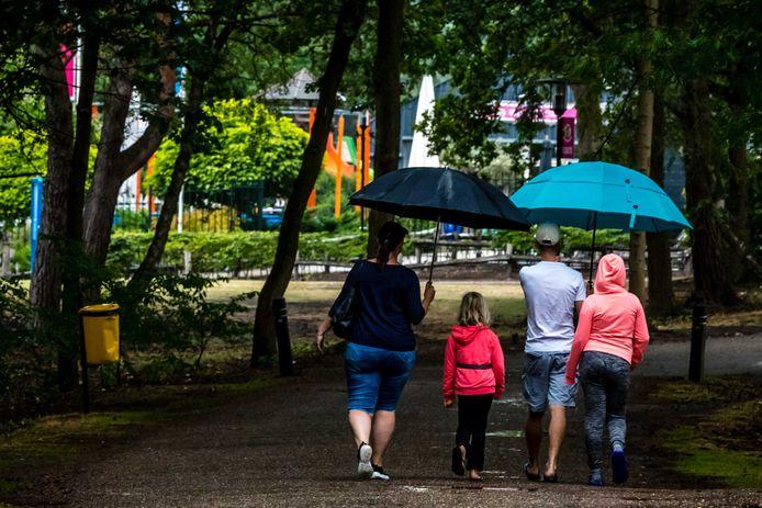 Nederland moet voorbereid zijn op slecht weer zaterdagmiddag.