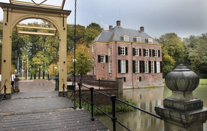 Het gemeentehuis in Neerijnen komt weer in handen van Het Gelders Landschap.