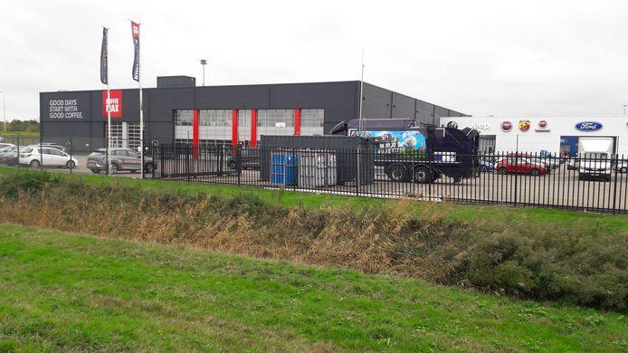 BREDA - Op het terrein van Tigchelaar op bedrijventerrein Minervum in Breda is het eerste tankstation voor waterstof geopend. Het gaat om een tijdelijk tankstation voor vuilniswagens van de gemeente Breda. In 2021 komt hier een multi-functioneel tankstation waar iedereen terecht kan.
