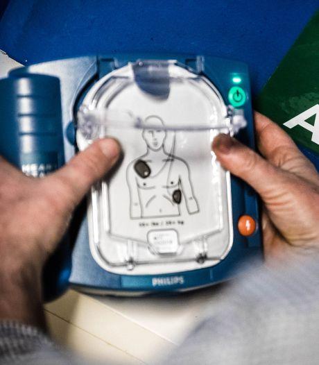 'Kabinet moet netwerk AED's landelijk dekkend maken'