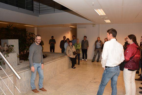 Burgemeester Van Laere gaf samen met enkele schepenen maandagavond een rondleiding in de gebouwen aan delegaties van de verschillende adviesraden.