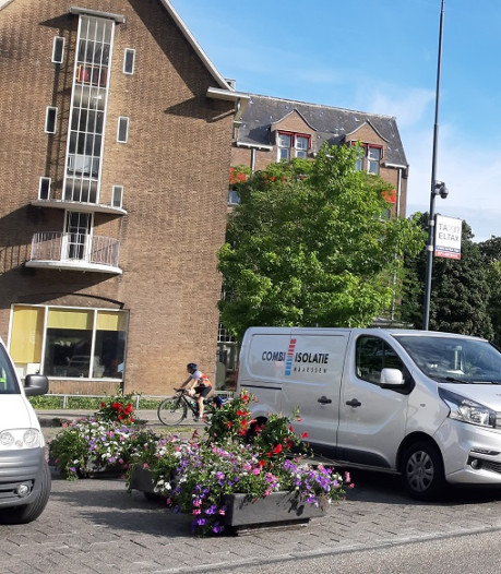 Dag bloembakken! Er kan straks weer geparkeerd worden op de Kiss & Ride achter Leiden Centraal