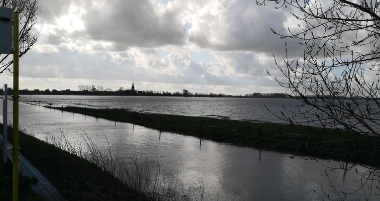 De broeken ter hoogte van de Driegrachtenbrug bij de IJzer, grens Lo-Reninge en Merkem, liepen volledig onder.