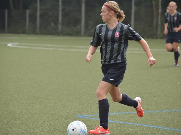 Lotte Jansen in actie, toen ze nog voor FC Twente speelde.