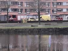 Agenten halen vrouw uit het water in Apeldoorn