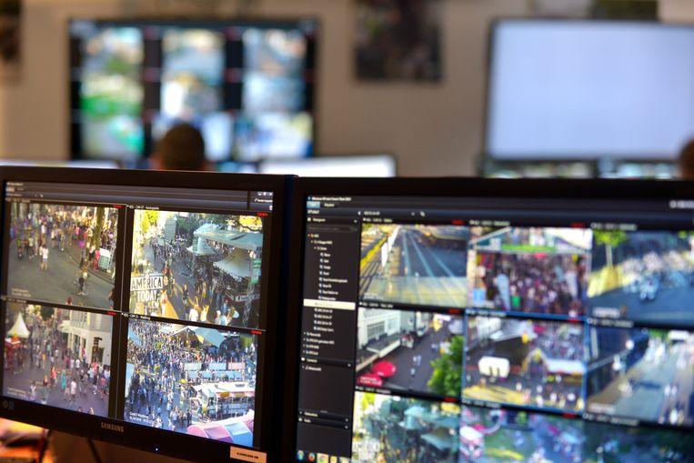 Controlekamer voor de beveiligingscameras van de politie in Nijmegen. Beeld Hollandse Hoogte / Flip Franssen