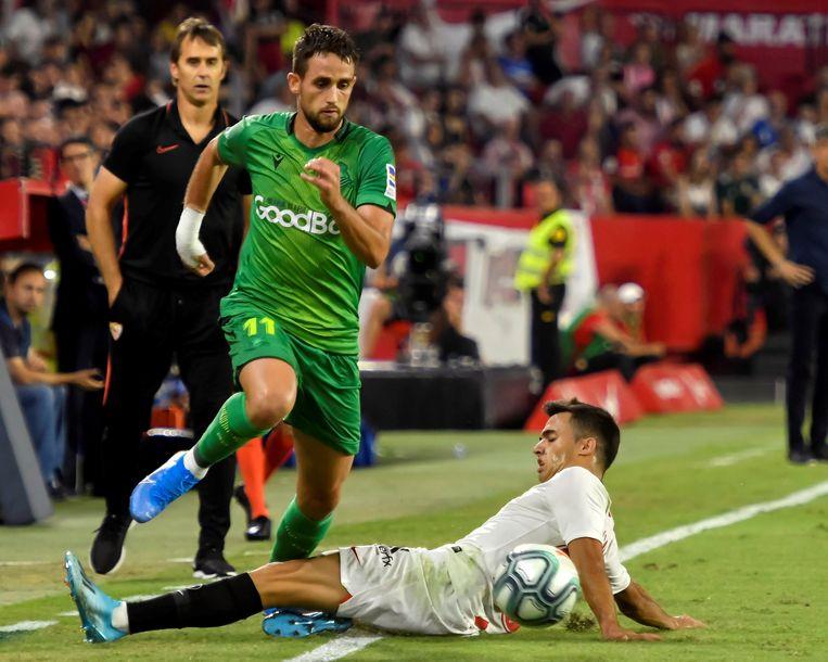 Januzaj in het Sanchez Pizjuan in Sevilla voorbij Reguilon.
