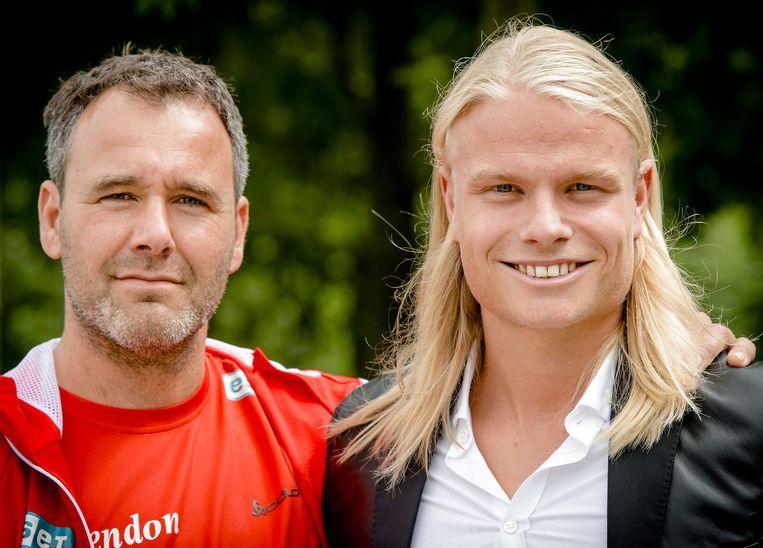 Koen Verweij met coach Jan van Veen (R) tijdens de presentatie bij team Corendon. Beeld anp