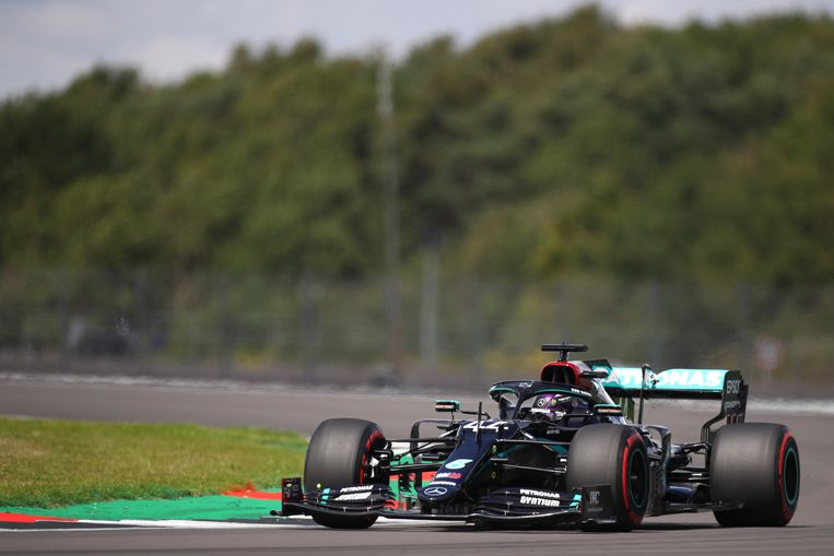Lewis Hamilton was oppermachtig op Silverstone.
