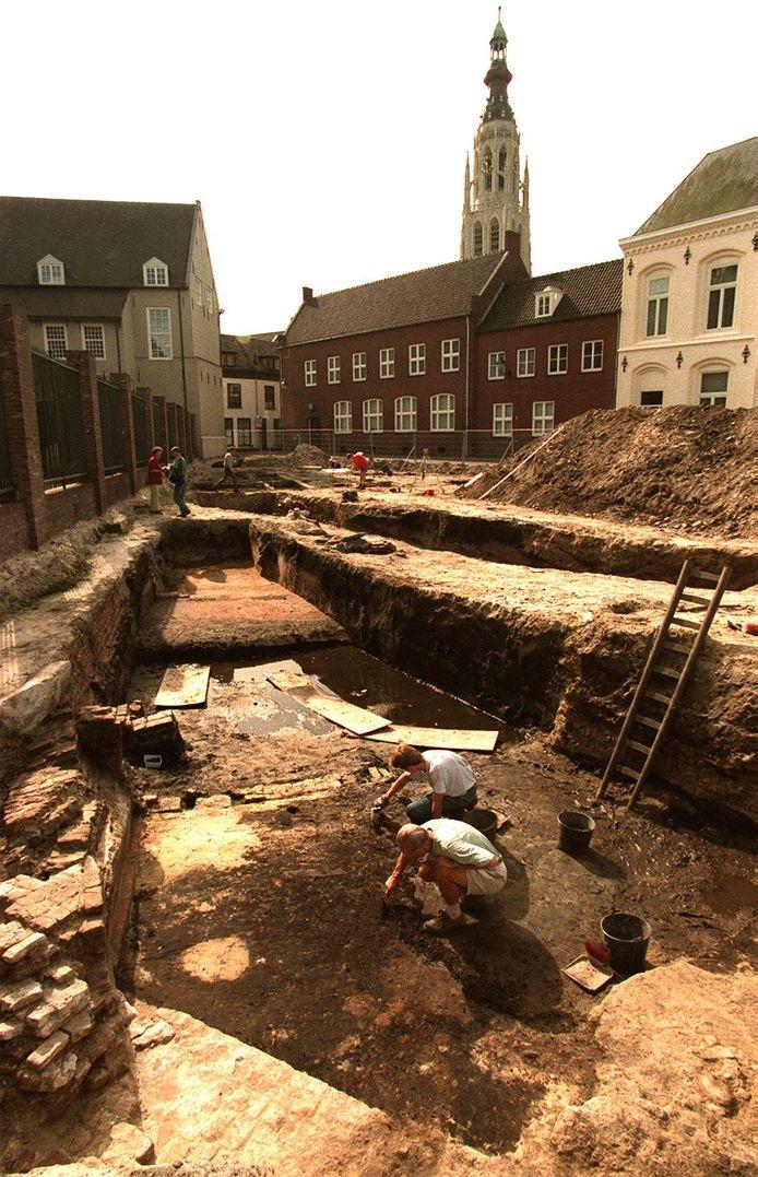 BREDA - In 1997 wordt de fundering van de Herbergh van Thorn gevonden in de Kraanstraat in Breda.
