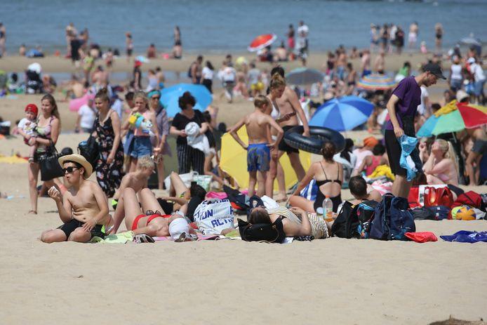 De koelere temperatuur opzoeken aan de kust in Oostende.